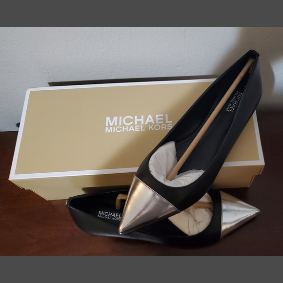 Mila Leather Mk Pointed Toe Shoes